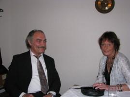 Tony und Gaby Kovacic vor dem Gottesdienst in der Sakristei
